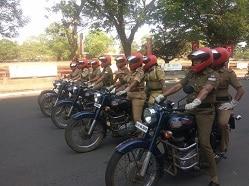 लॉकडाउन ड्यूटी पर केरल महिला पुलिस को मिला रॉयल एनफील्ड का साथ