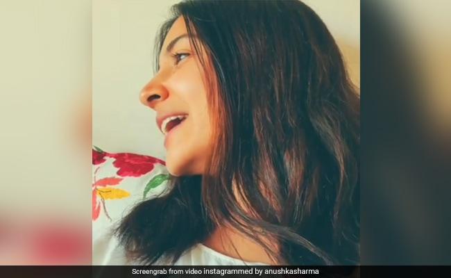 'Kohli, Chauka Maar Na:' Anushka Sharma Ensures Virat Doesn't Miss The Pitch