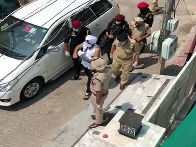 Video : Hero's Welcome For Punjab Cop Whose Wrist Was Chopped Off During Lockdown
