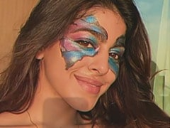 """Alaya Furniturewalla """"Ran Out Of Art Sheets"""" So She Used Her Face As Canvas"""