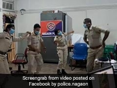 इस वजह से काम करते-करते पुलिस स्टेशन में ही नाचने लगे पुलिसकर्मी, कई बार देखा गया यह Viral Video