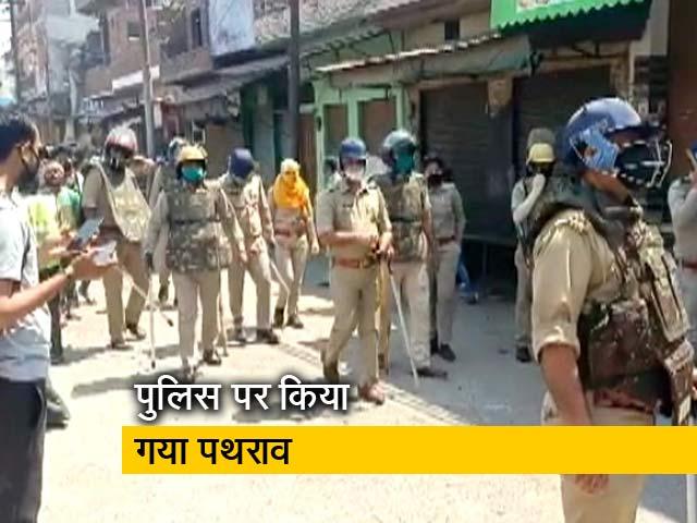 Video : अलीगढ़:  पुलिस और स्थानीय लोगों में टकराव