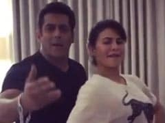 सलमान खान ने 'चलती है क्या 9 से 12' पर जैक्लीन फर्नांडीस को सिखाया डांस, Video में दिखी शानदार कैमेस्ट्री