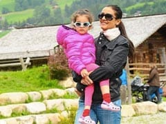 Throwback To The Time When Namrata Shirodkar Used To Carry Sitara In Her Arms