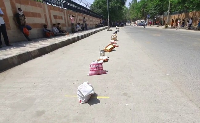 Queues From 6 am For Lunch In Delhi As Lockdown Hits The Poorest