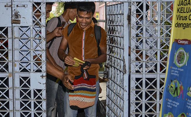 Indonesian Inmates Cheer Early Release Over Coronavirus Fears In Dance Video