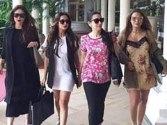 "Kareena Kapoor, Crying Out Loud For Her BFFs, Posted This Uber Cool Pic. She ""Can't Deal"" Anymore"