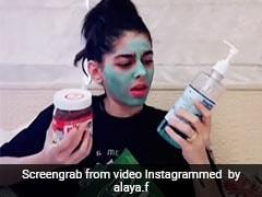 अलाया फर्नीचरवाला पर हुआ क्वारंटीन मोड का असर, चेहरे पर मास्क लगाए फूड पैकेट के साथ आईं नजर- देखें Video
