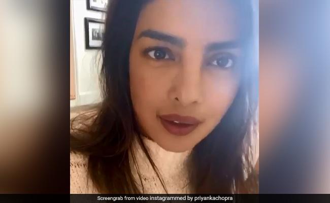 Priyanka Chopra की अनुभव सिन्हा ने की तारीफ तो एक्ट्रेस बोलीं- थप्पड़ नहीं, अपने काम से मारो...