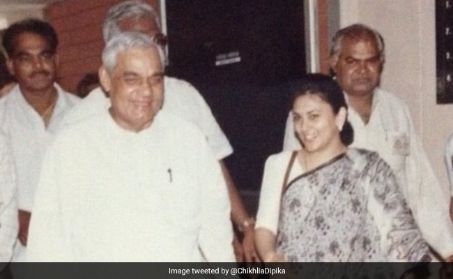पूर्व पीएम अटल बिहारी वाजपेयी के साथ नजर आईं रामायण की सीता, Photo शेयर कर बोलीं- एक महान व्यक्ति, जिनसे...