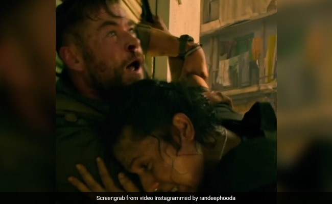 Extraction Review Chris Hemsworth Randeep Hooda S Cracking Dynamic Forms Film S Core 2 5 Stars