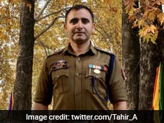जम्मू-कश्मीर के पुलिस अधिकारी को याद दिलाया गया नरेंद्र मोदी के खिलाफ उन्हीं का लिखा पुराना ट्वीट..