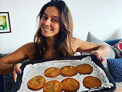 "This Cute Chef Baked Some Healthy Cookies For Farhan Akhtar After ""2 Batches Of C**p"""