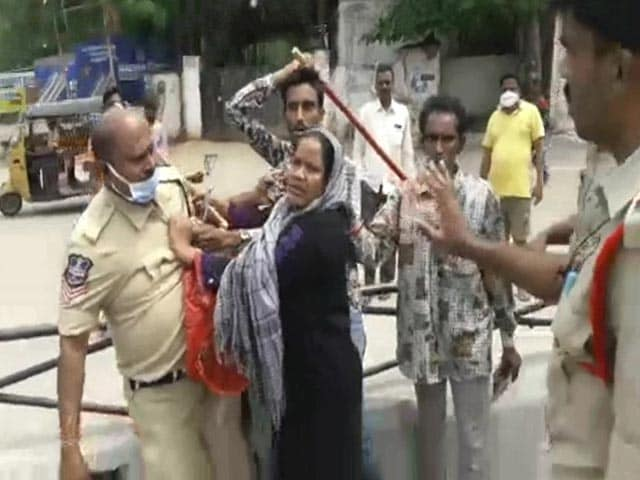 Video : On Camera, Woman Holds Hyderabad Cop By His Collar; Video Goes Viral