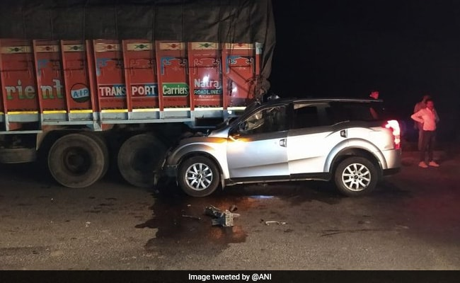 5 Dead, 1 Injured As SUV Crashes Into Truck On Gujarat Highway