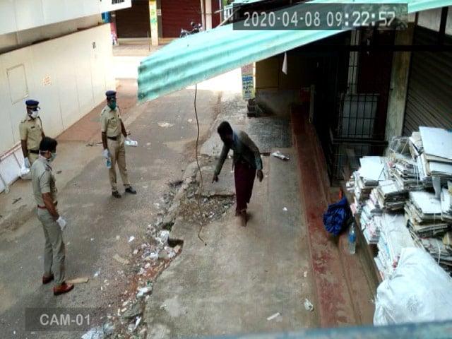 Video : Amid Lockdown, Kerala Homeless Man Helped By Cops. He Responds