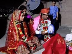 लॉकडाउन के बीच Bigg Boss 2 के विनर ने घर की छत पर कुछ इस तरह की शादी, देखें Videos