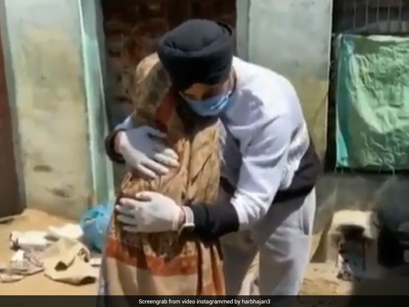 """""""Amazing To See"""": Harbhajan Singh Shares Video Of Sikh Man Helping Old Woman"""
