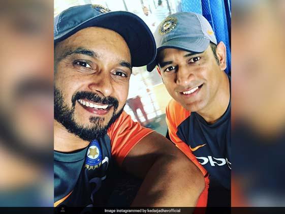 IPL 2020: Kedar Jadhav ने फिर दिखाया ढीला खेल, लोगों ने की Memes की बरसात, बना डाले ऐसे Jokes