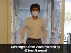 Viral Video: आने-जाने वाले लोगों को यूं सैनेटाइज कर रही यह मशीन, बॉलीवुड एक्ट्रेस बोलीं- हमारे लिए भी...