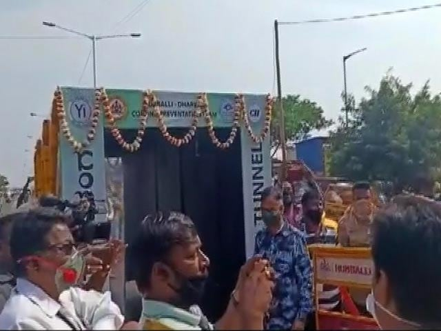 """Video : Tunnel At Agriculture Market In Karnataka To """"Disinfect Bacteria Of Body"""""""