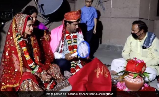 A Lockdown Wedding: Bigg Boss 2 Winner Ashutosh Kaushik Marries Arpita Tiwari On A Terrace With Virtual Baraat