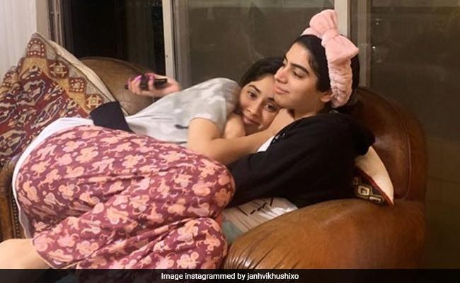 Janhvi Kapoor Baked A Cake For Khushi Kapoor. Her Reaction Is Priceless