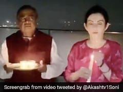 घर को अंधेरा कर पत्नी नीता के साथ छत पर पहुंचे मुकेश अंबानी, मोमबत्ती जलाकर बोले- 'ओम नम: शिवाय...' देखें Video