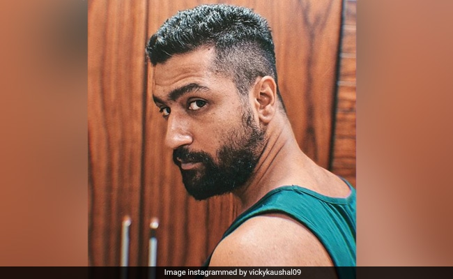 Guess Who Is Giving Haircut To Vicky Kaushal thumbnail