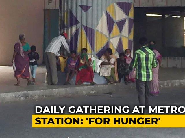 Video : Hunger Meets Hope Under This Bengaluru Metro Station Bridge Amid Lockdown