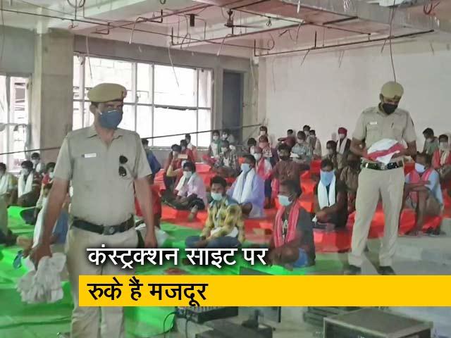 Videos : दिल्ली पुलिस रख रही मजदूरों का खास ध्यान !