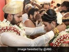 रवीना टंडन ने लॉकडाउन के बीच एचडी कुमारस्वामी के बेटे की भव्य शादी पर यूं दिया रिएक्शन