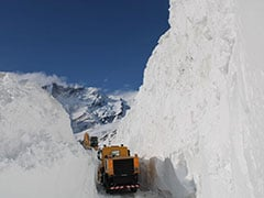 Rohtang Pass Opens 3 Weeks Early. Watch Snow Clearing Amid Lockdown