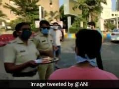 Thane Police Performs <i>'Aarti'</i> To Shame Lockdown Violators. Watch