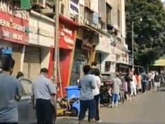 Viral Video: मुंबई में ग्रॉसरी स्टोर खुलने पर लगी लोगों की भीड़, एक्ट्रेस बोलीं- जगह-जगह झुंड इकट्ठा हो रहे हैं...