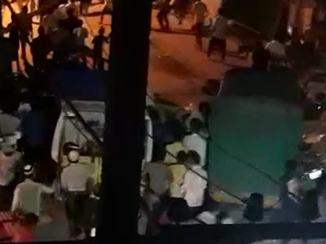 Video : Mob Forces Quarantine Team To Retreat In Bengaluru, Damages Barricades