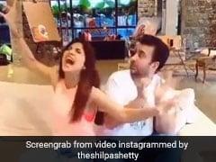 Viral Tiktok Video: शिल्पा शेट्टी पति राज कुंद्रा को सुना रही थीं गाना, तभी हुआ ऐसा कि गिर पड़े सोफे से