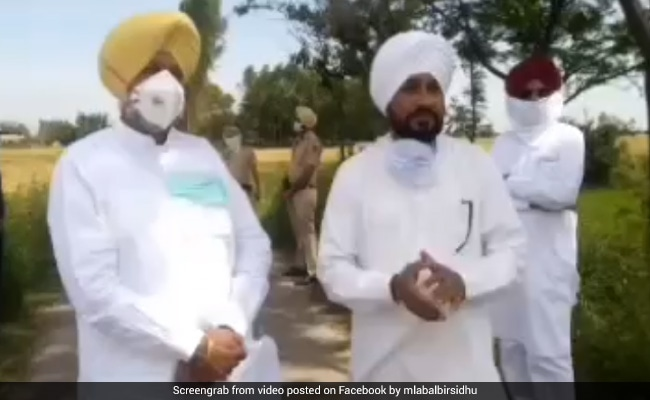 Punjab Ministers Attend Cremation To Allay Fears Of Virus Spread From Bodies