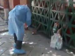 आगरा के क्वारेंटाइन सेंटर की बदइंतजामी आई सामने, फेंककर दिया जा रहा खाने-पीने का सामान- VIDEO वायरल