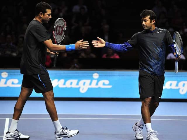 """Watch: Leander Paes Gives """"Frying Pan Challenge"""" With No Look, Mahesh Bhupathi Finds It Too Difficult"""