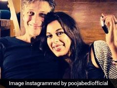 पूजा बेदी के मंगेतर लॉकडाउन में बागवानी करते आए नजर, एक्ट्रेस ने Video शेयर कर कहा- और इंतजार नहीं कर सकती...