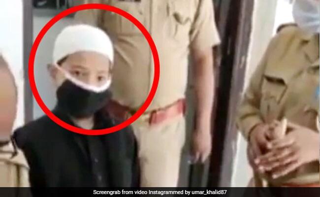 6 साल के बच्चे ने गुल्लक तोड़कर दान किए पुलिस को पैसे, उमर खालिद ने वीडियो शेयर कर दिया ऐसा रिएक्शन