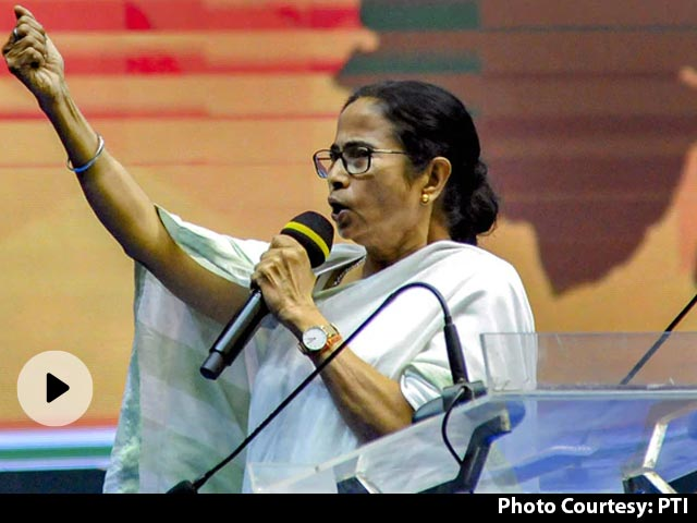 ममता बनर्जी का राज्यपाल पर हमला- 'मैं निर्वाचित हूं और आप मनोनीत', धनखड़ ने किया पलटवार