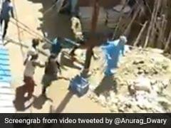 इंदौर : PM मोदी की हिदायत के बावजूद COVID-19 की स्क्रीनिंग करने गए स्वास्थ्य योद्धाओं को दौड़ाकर मारा, देखें VIDEO