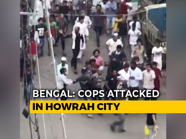 Video : Police Attacked In Bengal's COVID Hotspot Howrah While Enforcing Lockdown