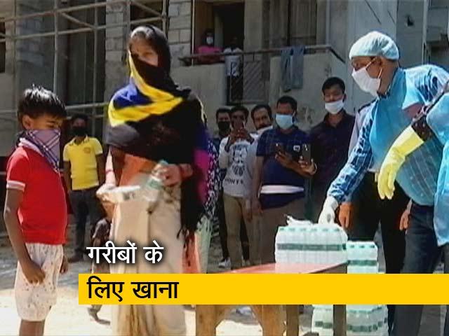 Video : COVID-19: Oxfam India हर रोज दिल्ली में 1024 लोगों को खिला रहा दो टाइम भोजन
