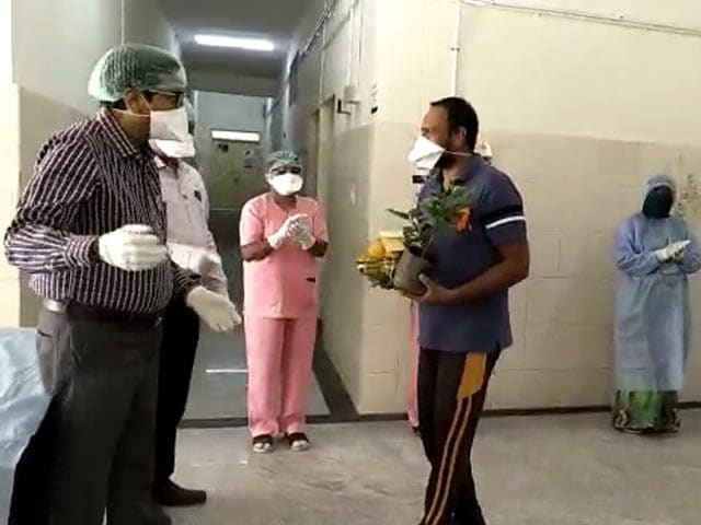 Video : Karnataka Doctors Give Farewell To COVID-19 Patients Who Recovered