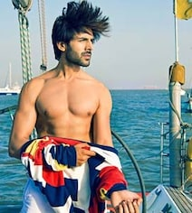 This Picture Of Kartik Aaryan Will Drive Your Quarantine Blues Away