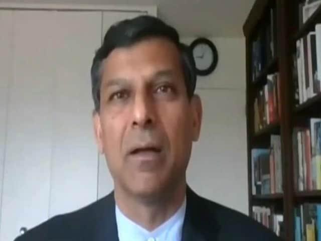 """Video : """"Rs. 65,000 Crore Needed To Help Poor,"""" Raghuram Rajan Tells Rahul Gandhi"""