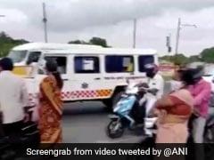 COVID-19 Pandemic: तमिलनाडु में क्या मुख्यमंत्री के काफिले के लिए रोकी गई थी एंबुलेंस? पुलिस ने दिया यह जवाब..